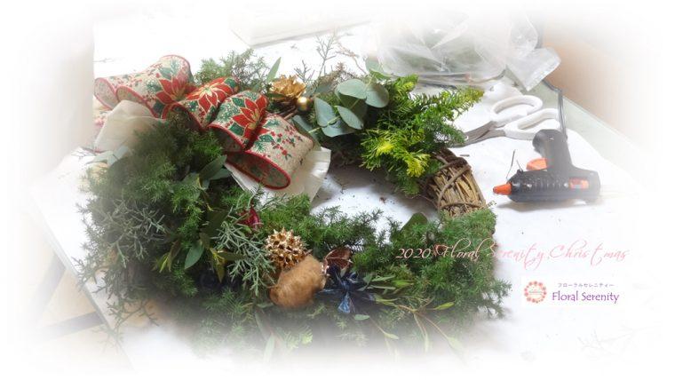 緑と赤の手作りクリスマスリース