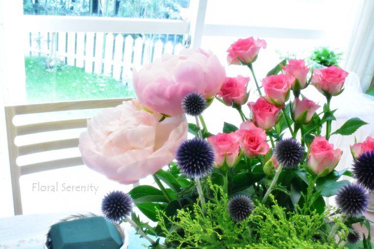 芍薬とピンクのバラ