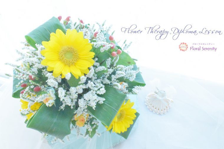 ヒマワリと白い花