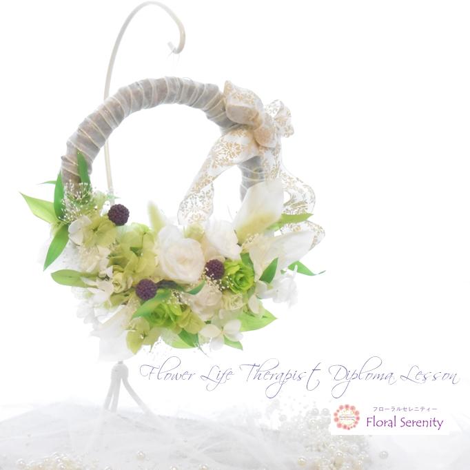 白バラとグリーンのウェディングリース