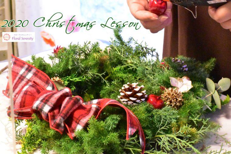 赤チェックリボンのクリスマスリース