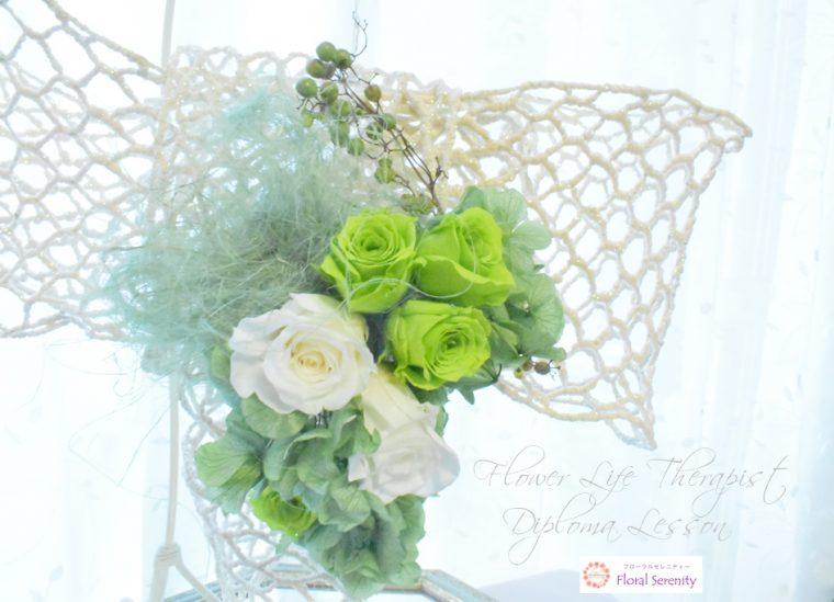 緑と白のバラ