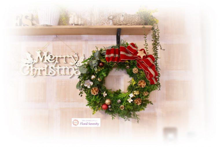 赤とゴールドと木の実のクリスマスリース