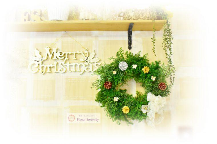 白いリボンのナチュラルクリスマスリース
