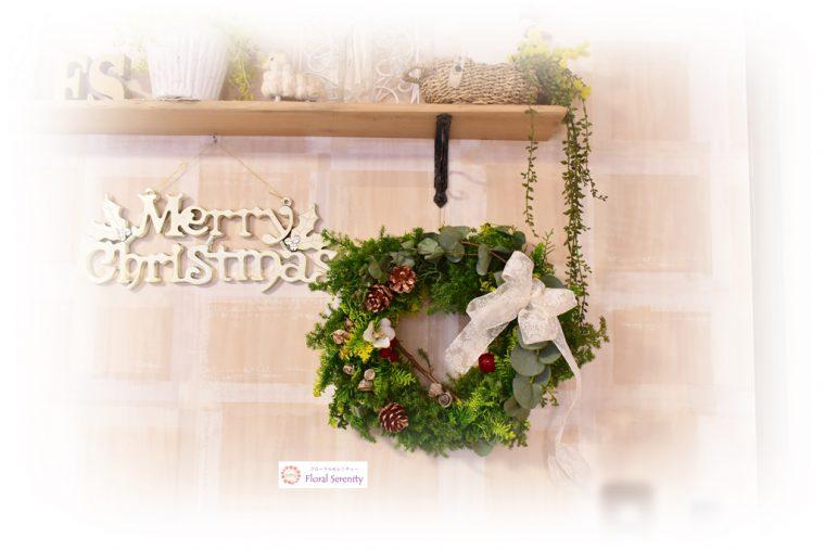 白いリボンの北欧風クリスマスリース