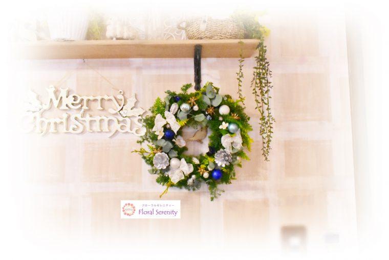 白と青のクリスマスリース