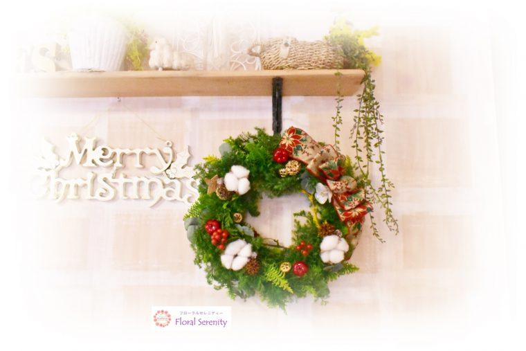 ゴールドリボンと綿のクリスマスリース